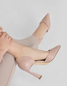 著名Charles and Keith 品牌女装鞋子折扣高达30%!点击了解更多的鞋子款式吧!